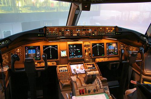 Boeing 777 cockpit control