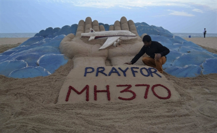 Pray for MH370 Sand Sculpture